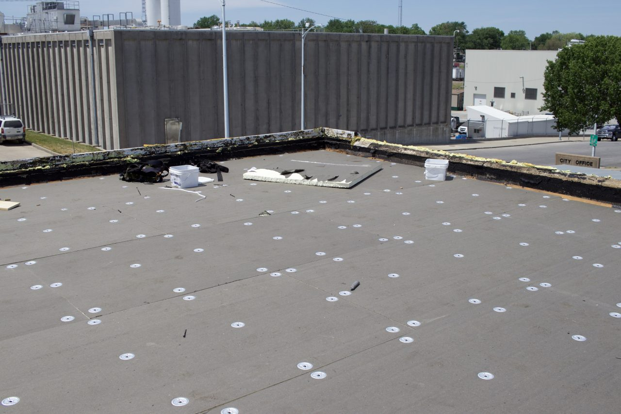 Flat roof, roofing, low slope roof, roof insulation, roofing work,